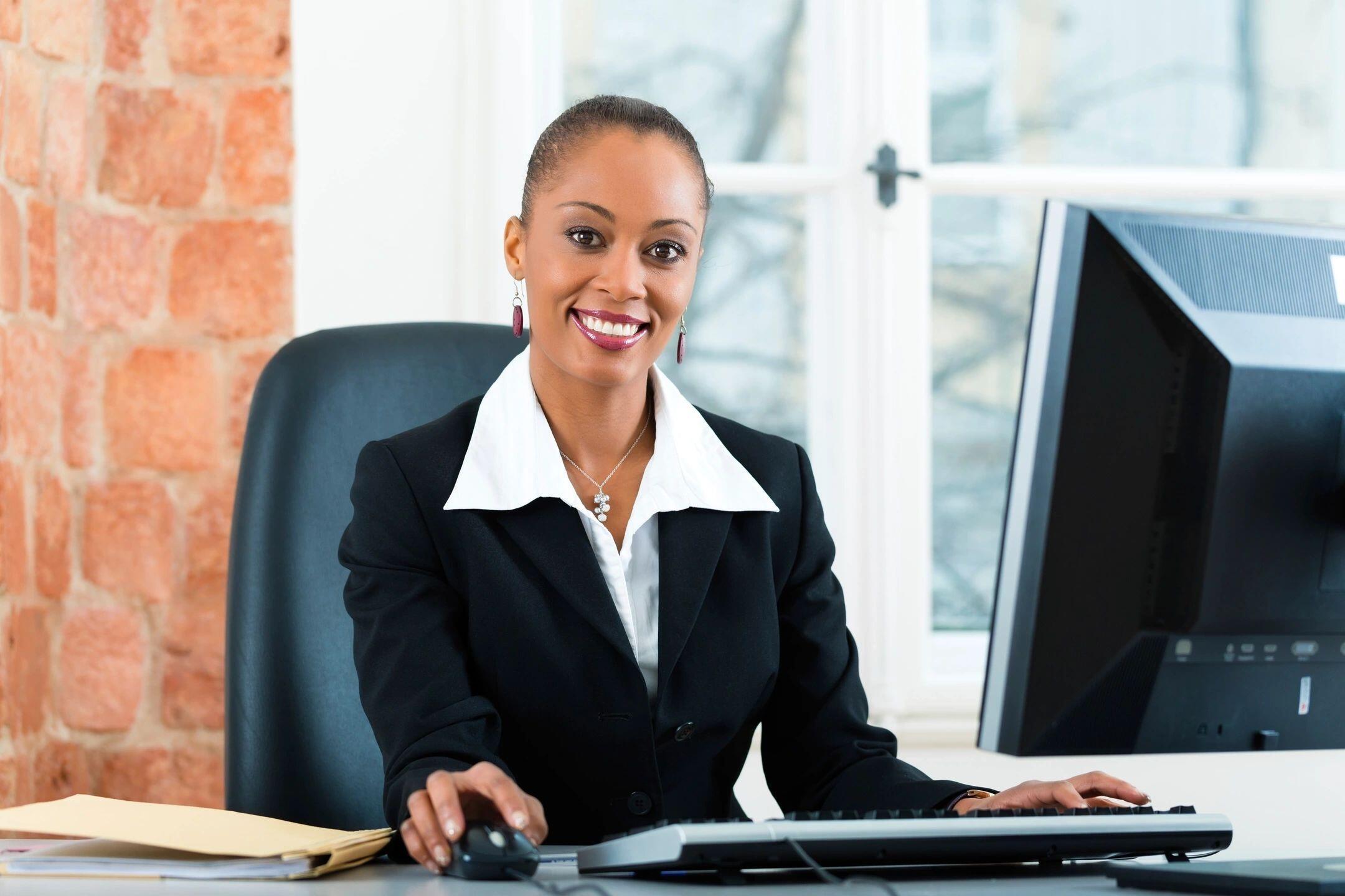 Woman-Organized-Office