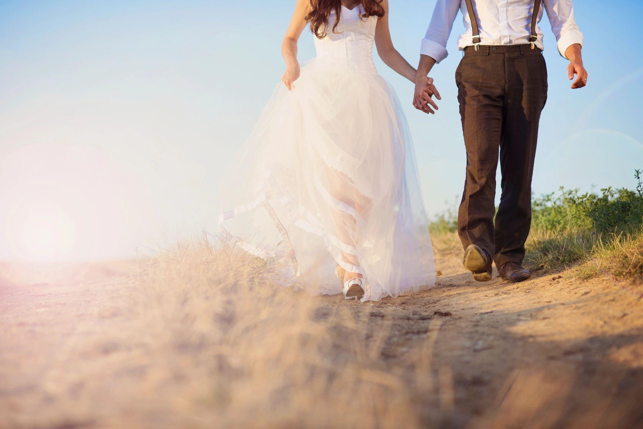 What are Some Clutter Free Wedding Gifts? Ideas for the Happy Couple