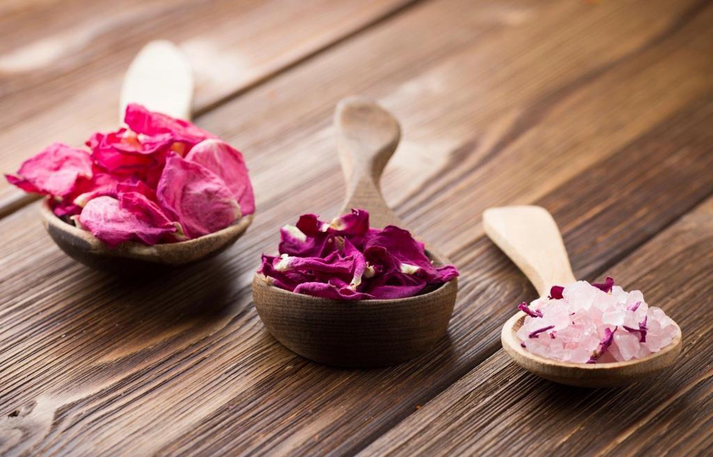 Flower-Petals-Wooden-Spoons